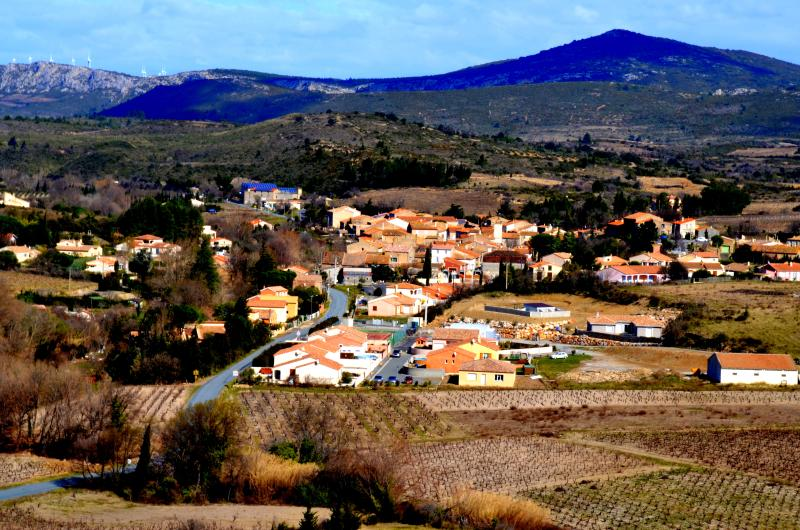 View of our village, St. Jean de Barrou in the heart of the Corbieres wine region. - Stone French Winemakers House in the Corbieres - Saint-Jean-de-Barrou - rentals