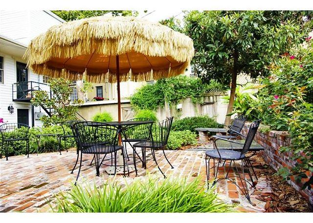 The outdoor patio is great for morning coffee of an evening drin - Garden home on Chatham Square with private parking - Savannah - rentals