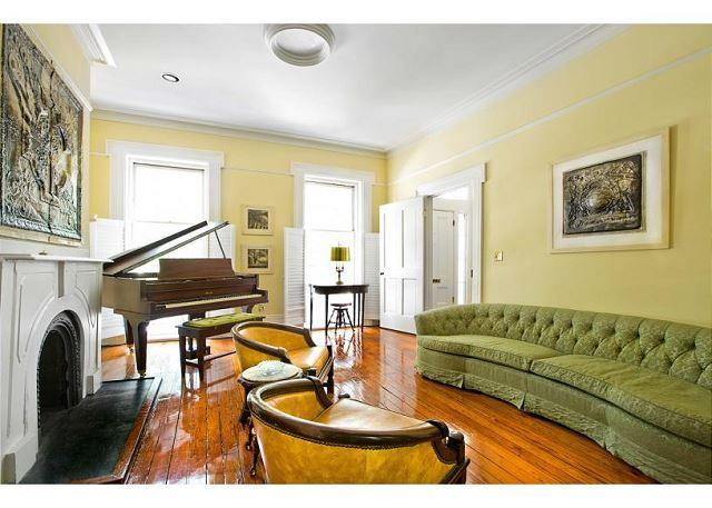 Parkside home featuring antique furnishings and a grand piano - Image 1 - Savannah - rentals