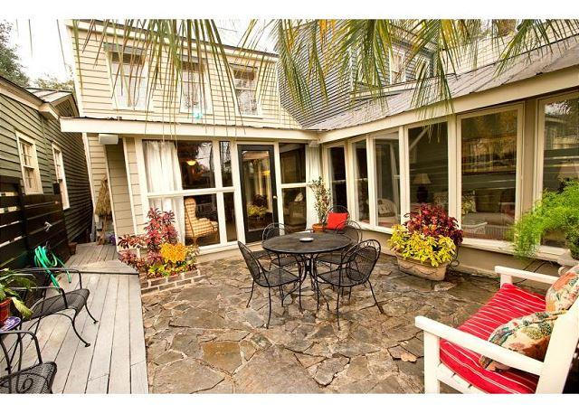 Flagstone courtyard perfect for family gatherings - Large home with a lofted bedroom great for kids - Savannah - rentals