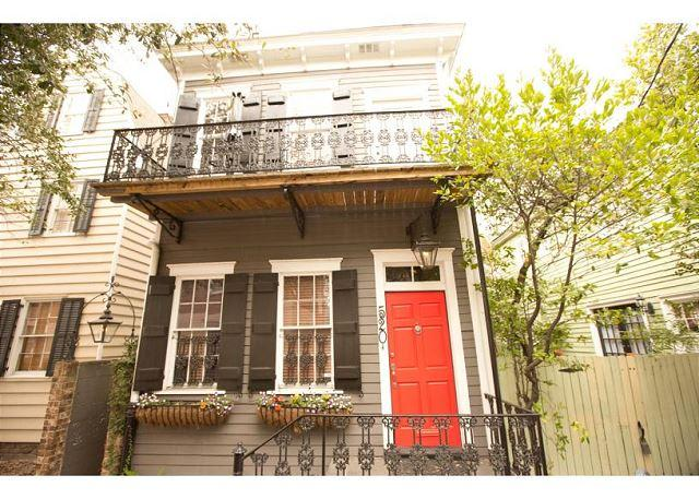 Cute two story home with a balcony overlooking beautiful Greene Square - Image 1 - Savannah - rentals