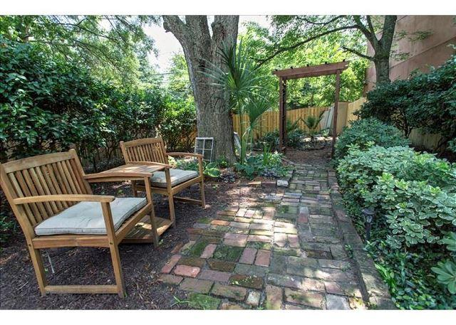 Pet friendly two bedroom with a large private courtyard - Image 1 - Savannah - rentals