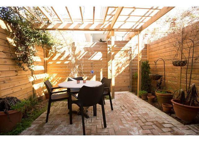Modern amenities in a historic 2 bedroom home - Image 1 - Savannah - rentals