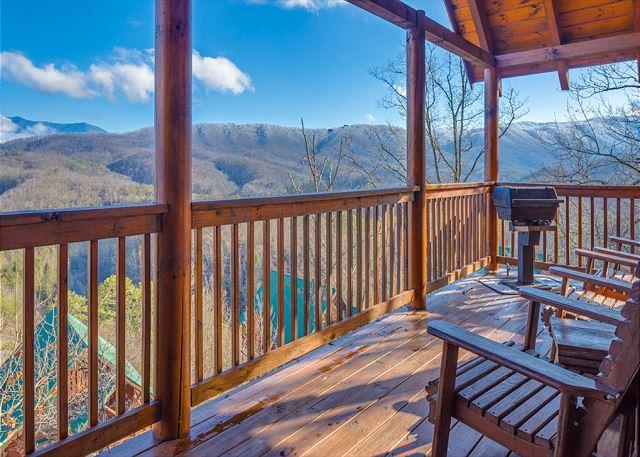 2BR Luxury Log Cabin w Views, Hot Tub, WiFi & Pool Table! Summer from $119!!! - Image 1 - Pigeon Forge - rentals