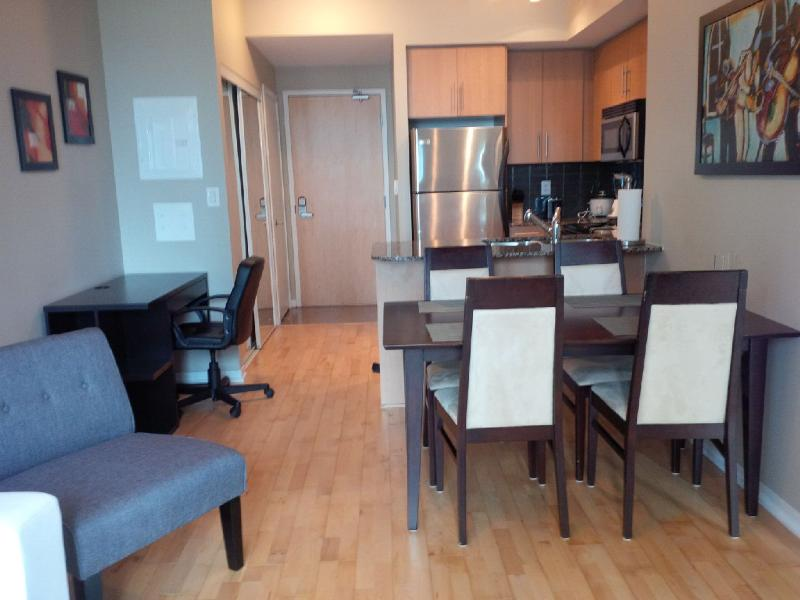 Modern 2 Bedroom Stylish Downtown Suite @ Maple Le - Image 1 - Toronto - rentals