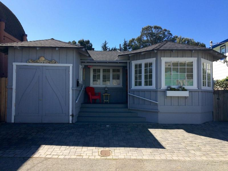 Mermaid Beach Cottage!! - BEACH COTTAGE AT THE SEA! CHILDREN & SENIORS WELCOME, SAFE AND QUIET! - Pacific Grove - rentals