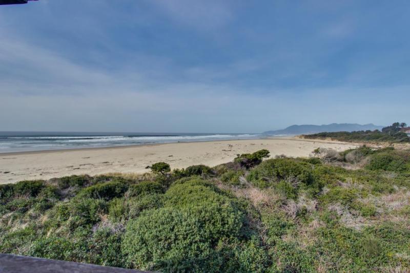 Oceanfront, oceanview, pet-friendly condo right on the beach - Image 1 - Rockaway Beach - rentals