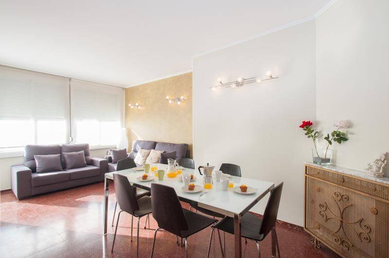 4 Bedrooms Barcelona center apartment Up to 10 - Image 1 - Barcelona - rentals