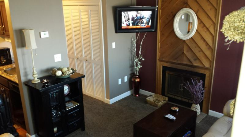 Living area of our totally renovated top to bottom.. - Honeymoon! View! & Sm Family, too LUXURY & BUDGET! - Gatlinburg - rentals
