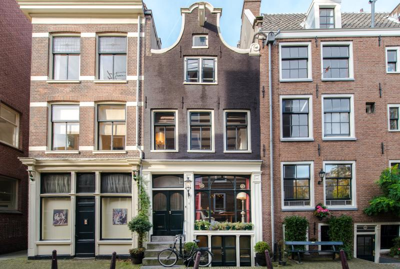 New Holland House - picture perfect - Luxurious classic gable Dutch house canal views - Amsterdam - rentals