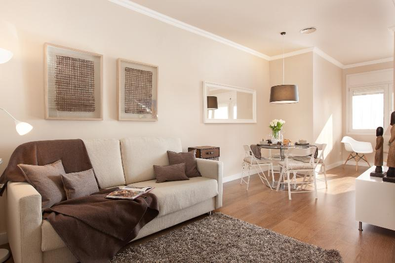 Cozy Living Room and Dining Room with Natural Lighht - Top Quality by Las Ramblas  - Coli 130 - Barcelona - rentals