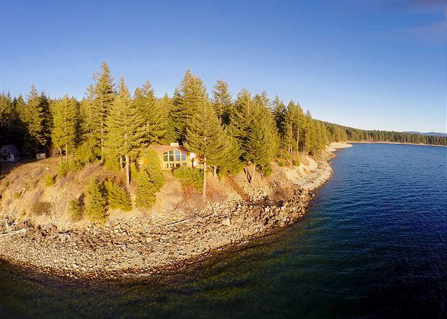 Spectacular 4.5BD Waterfront Home|Game Rm, Hot Tub|Book & Save During Fall - Image 1 - Ronald - rentals