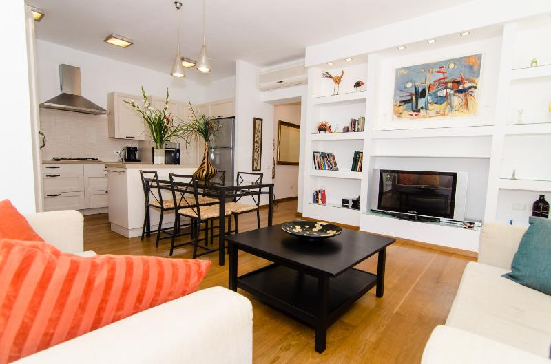 Sokolov – Stunning 2 Bed Apartment (both en-suite) - Image 1 - Tel Aviv - rentals