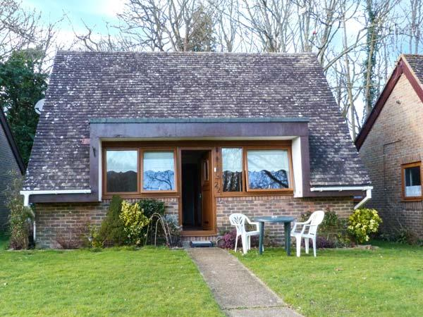 22 GLYNDLEY MANOR COTTAGES, single-storey lodge, outdoor pool, fishing, grounds, Stone Cross Ref 919408 - Image 1 - Polegate - rentals