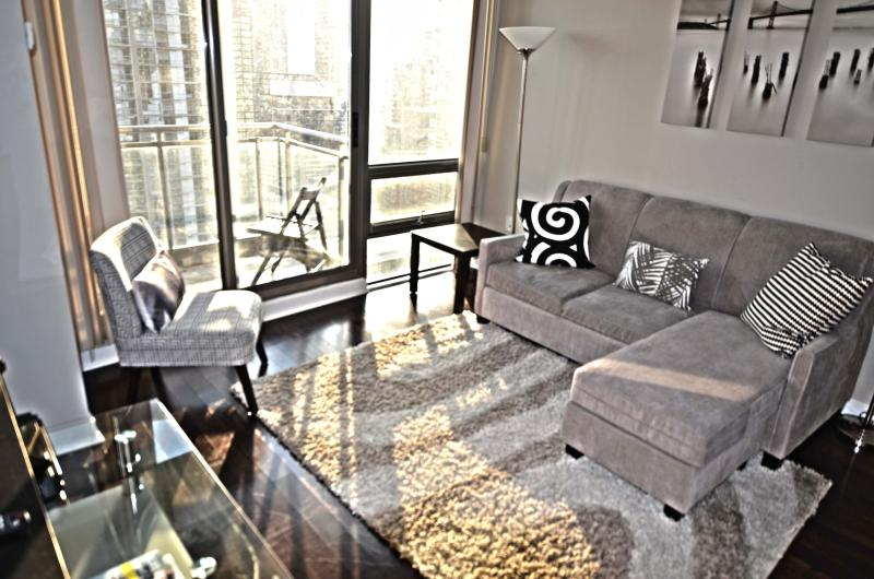 Rogers Ctr, Ripley's, Metro Convention Ctr - 2bdr - Image 1 - Toronto - rentals