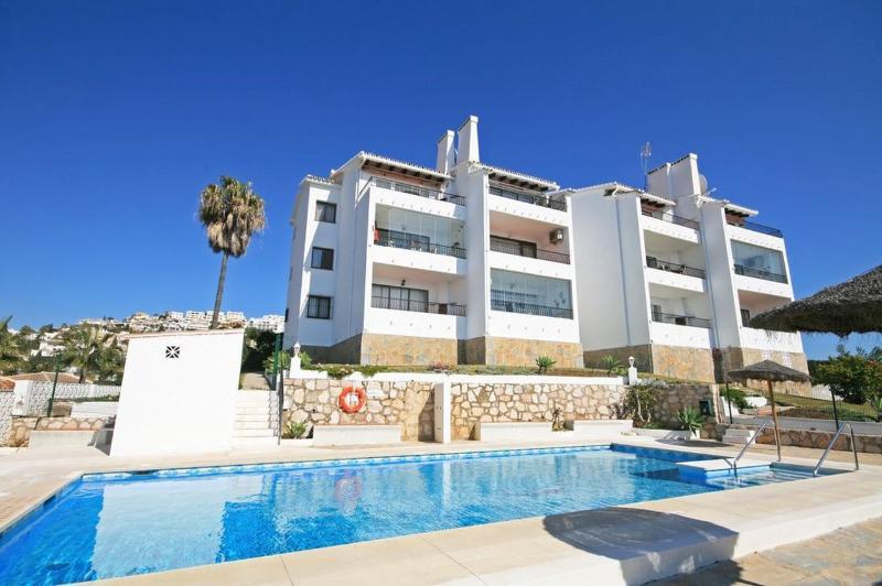 2 bed apartment, Playa Riviera, Calahonda - 1717 - Image 1 - Mijas - rentals
