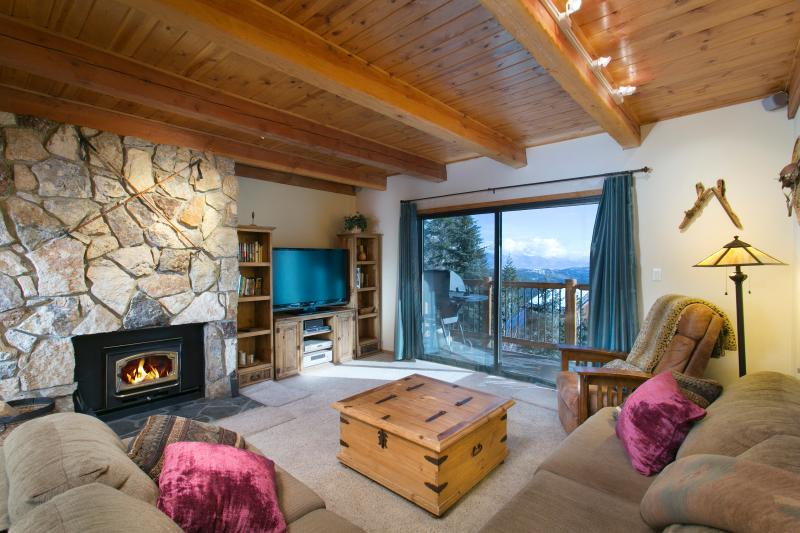 Timber Ridge #29 Living Area With A Wood Burning Fireplace and A Queen Sofa Bed - Timber Ridge 29 - Ski in Ski out Mammoth Condo - Mammoth Lakes - rentals