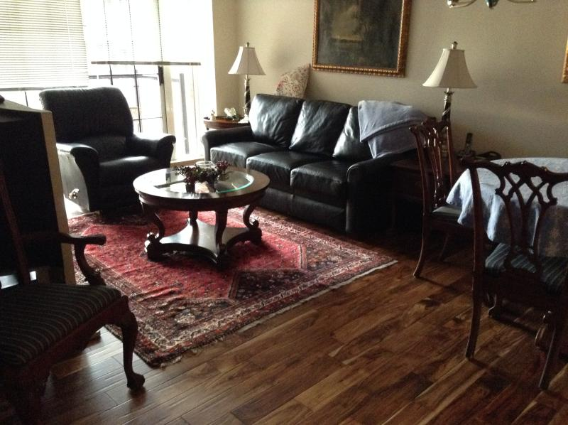 Living room with sleeper sofa and new wood floors - Luxury downtown condo, steps to Inner Harbor!!! - Victoria - rentals