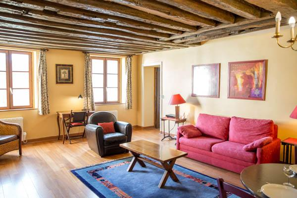 Rue du Temple. Spacious 1 bedroom in the Marais. Classical and peaceful. - Image 1 - 3rd Arrondissement Temple - rentals