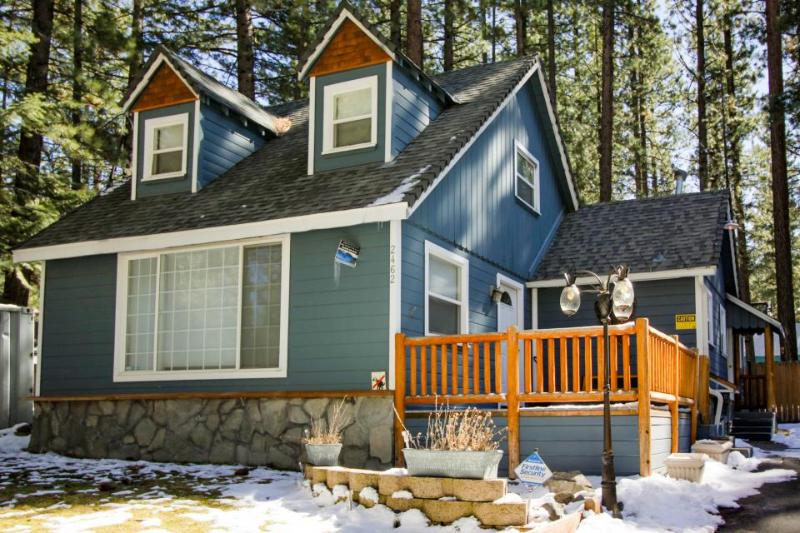 Dog-friendly w/ private hot tub, close to skiing & beaches! - Image 1 - South Lake Tahoe - rentals