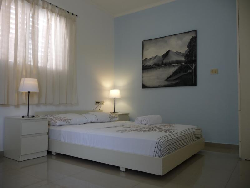 The bed - Studio in a quiet area 5 minutes walk to the sea - Netanya - rentals