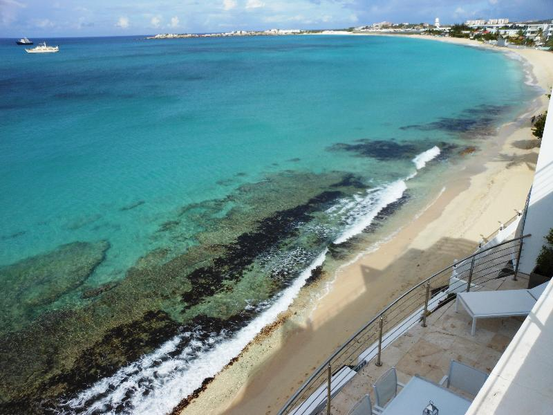 Aqualina 402, Simpson Bay, St Martin - AQUALINA 402 PENTHOUSE... Wow! Fabulous Beachfront condo on Simpson Bay Beach w/ rooftop terrace! - Simpson Bay - rentals