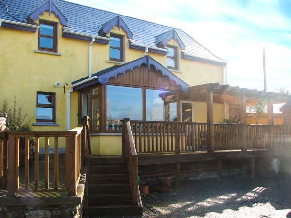 TARA COTTAGE, pet-friendly, character holiday cottage, with a garden in Clonakilty, County Cork, Ref 3896 - Image 1 - Clonakilty - rentals