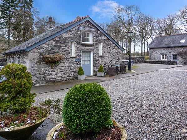 CAN BROW, pet-friendly single-storey cottage with woodburner, Graythwaite, Ref. 914053 - Image 1 - Hawkshead - rentals