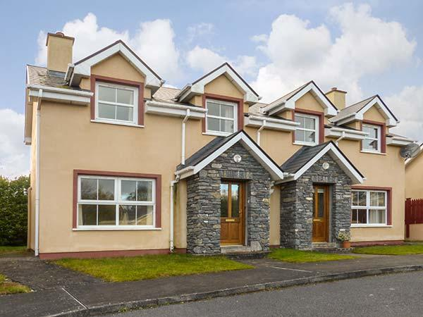 16 SHEEN VIEW, pet-friendly cottage with open fire, garden, close Kenmare Ref 920400 - Image 1 - Kenmare - rentals