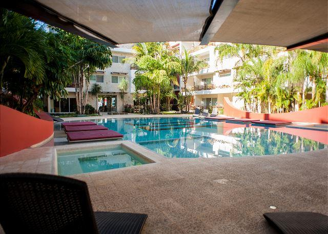 BEAUTIFUL - VERY BIG *  GYM *JACUZZI * STEPS FROM 5th AV & MAMITAS BEACH - Image 1 - Playa del Carmen - rentals