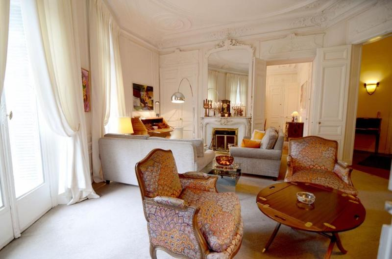 Living room - Phenomenal 3BR Vacation Rental at Haussmann Palace - Paris - rentals