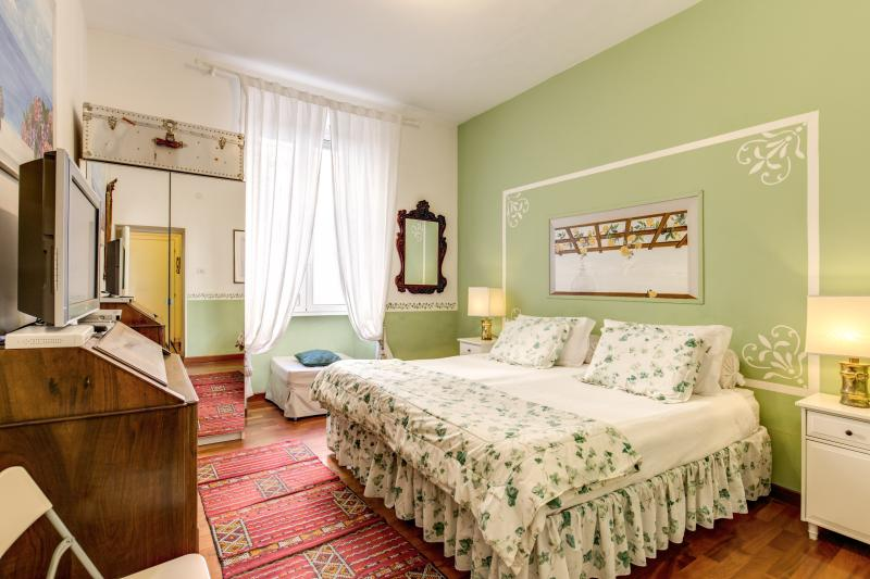 "the ""green"" room - CENTRAL COLOSSEUM/ROMAN FORUM FAMILY APT WIFI/CELL - Rome - rentals"