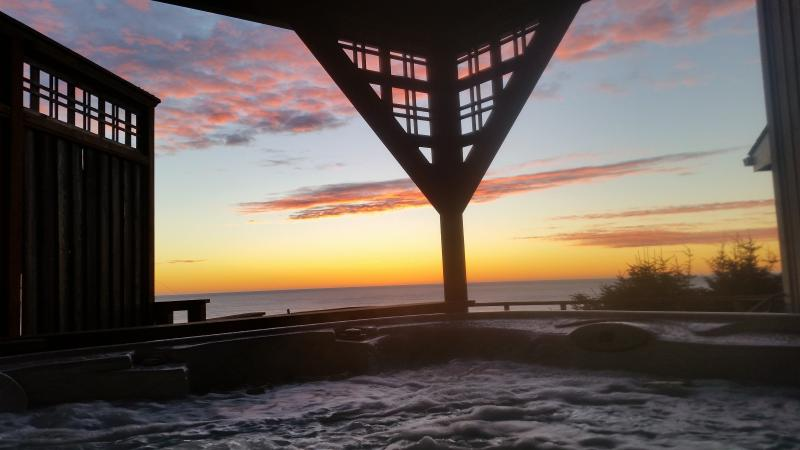 Toddler Friendly, Ocean View/Hot Tub.  $259 - Image 1 - Lincoln City - rentals