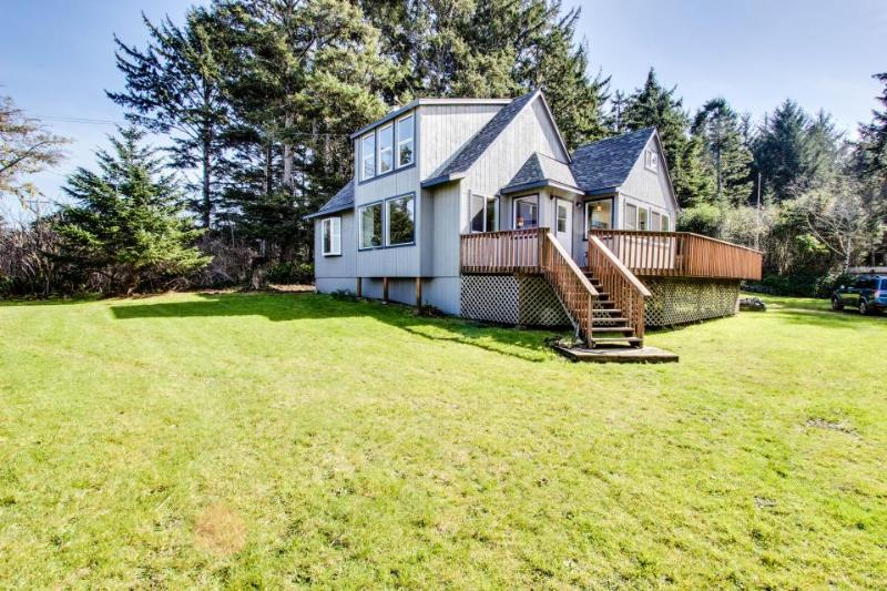 Dog-friendly home w/ ocean views & private hot tub - close to beach! - Image 1 - Coos Bay - rentals