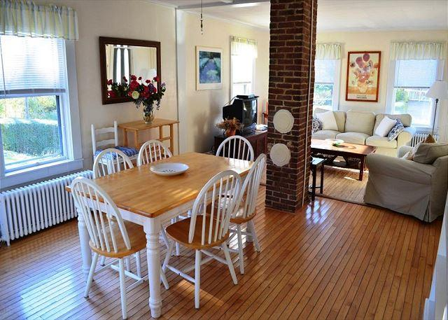 Dining Room - Annie's Place: Sweet cottage just 0.2 miles to Plum Cove Beach - Gloucester - rentals