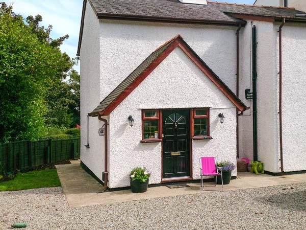 TREFOR COTTAGE, semi-detached, WiFi, woodburner, enclosed patio, good walks from the cottage, near Rhosneigr, Ref 914421 - Image 1 - Rhosneigr - rentals