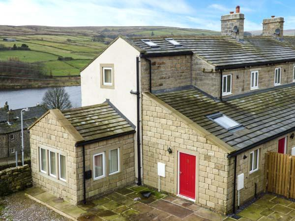 UPPER MOORLAND VIEW, pet-friendly contemporary cottage, wonderful views, romantic retreat, in Oxenhope, Ref 918098 - Image 1 - Oxenhope - rentals