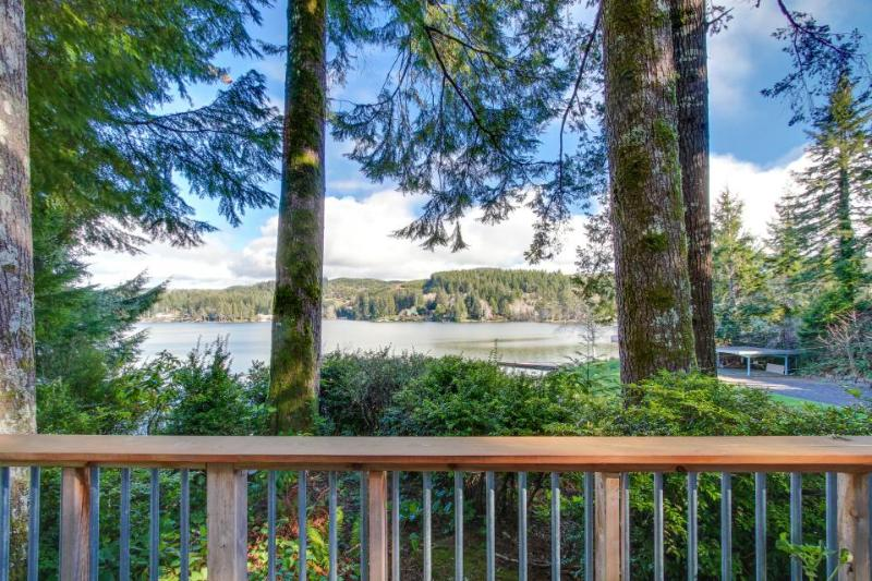 Dog-friendly lakefront cabin w/beautiful views, great deck & ideal location! - Image 1 - Lincoln City - rentals