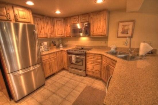 Copper Mountain Colorado vacation rental lodging, condos and homes now available at http//gondolaresorts.com at discount prices. - Copper_CoppMtnInn_CM244 - Copper Mountain - rentals
