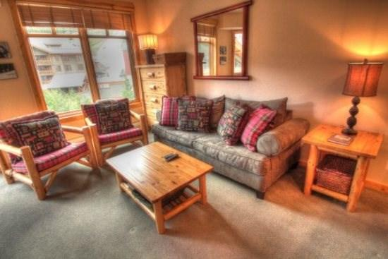 Copper Mountain Colorado vacation rental lodging, condos and homes now available at http//gondolaresorts.com at discount prices. - Copper_TuckerMtnLodge_TK407A - Copper Mountain - rentals