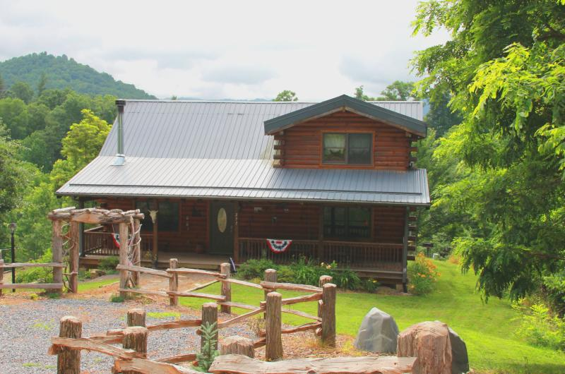 Bison Overlook Lodge, where the buffalo roam & we welcome guest to stay. - Bison Overlook Lodge - Maggie Valley - rentals