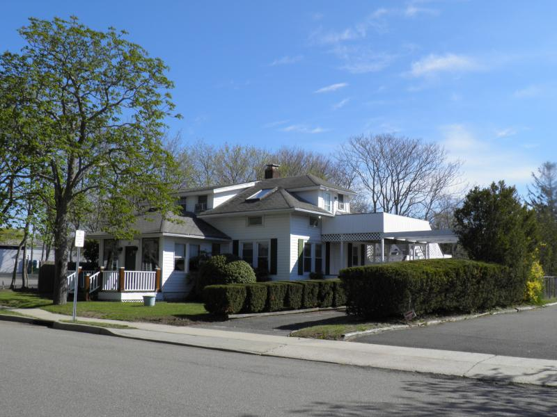 Westhampton Beach--5 bedroom 2 bath with Pool/Spa - Image 1 - Westhampton Beach - rentals