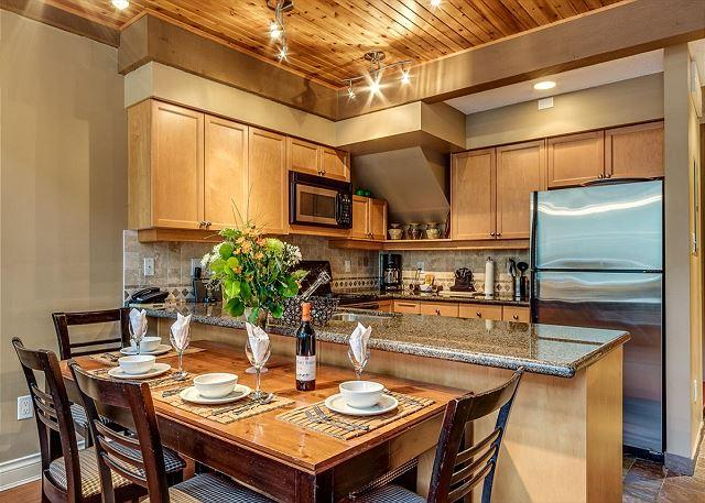 Full Kitchen - Acer Vacations | Greystone Lodge Luxury Ski-in Ski-Out Whistler Accommodation - Whistler - rentals