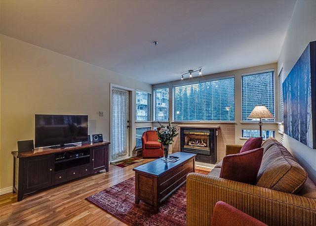 Living Room - Greystone Lodge 2 Bedroom * RENO 2014* Ski-in Ski-out Whistler Condo - Whistler - rentals