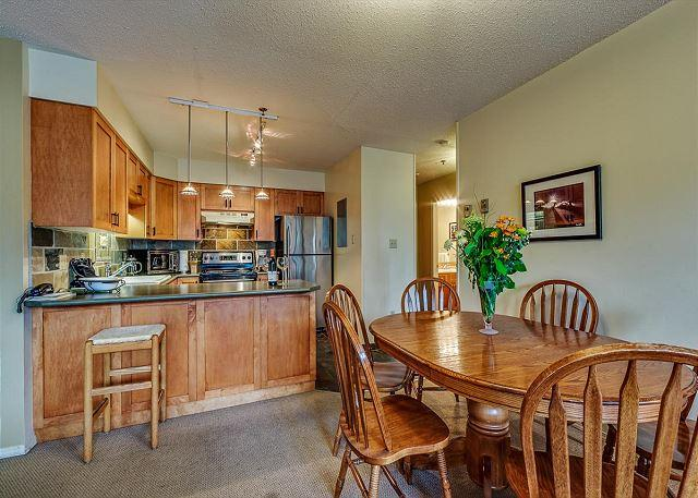 Dining Area - Acer Vacations | Greystone Lodge 2 Bedroom Whistler Family Accommodation - Whistler - rentals