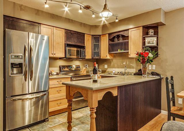 Full Kitchen - Acer Vacations | Greystone Lodge Quiet Ski-In Ski-Out Two Bedroom End Unit - Whistler - rentals