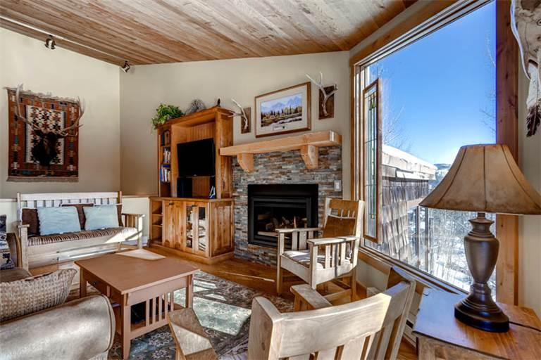 Beautifully Appointed Breckenridge 3 Bedroom Ski-in - HT955 - Image 1 - Breckenridge - rentals