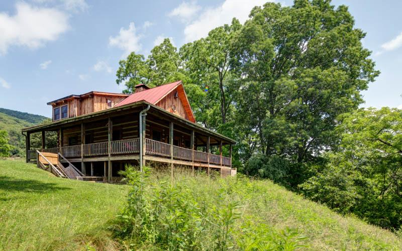 River House - 3 bed pet friendly home located within Meadow Lane. Gorgeous wraparound porch and access to fabulous amenities - Image 1 - Hot Springs - rentals