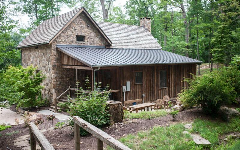Beautiful log cabin situated in the Sheep Meadow neighborhood of Homestead Preserve - Image 1 - Hot Springs - rentals