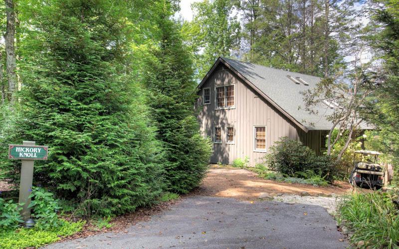 A charming 3 bed cottage located just a few steps away from Lake Toxaway Country Club and the Greystone Inn - Image 1 - Lake Toxaway - rentals